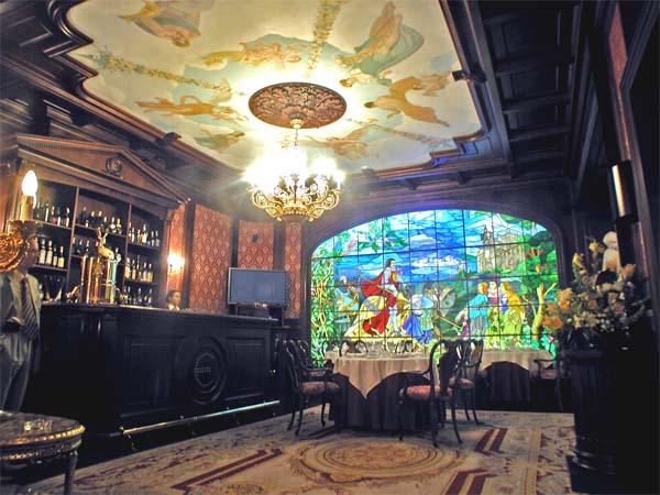 Интерьер VIP-зала «Платиновый». Казино «Европа». Натуральные, изысканные сорта дерева. Высококачественные, экологически чистые материалы. (фотогалерея компании «Русский Двор»)