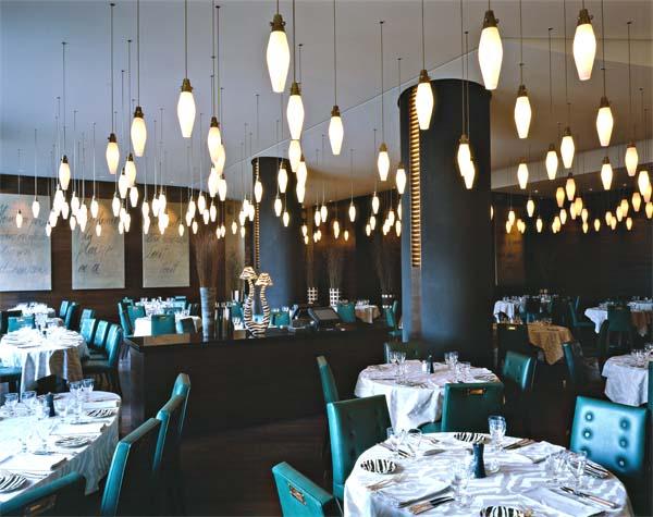 Интерьер ресторана «Зебра». Натуральные, изысканные сорта дерева. Высококачественные, экологически чистые материалы. (фотогалерея компании «Русский Двор»)