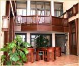 Интерьер гостевого дома «Лесное». Натуральные, изысканные сорта дерева. Высококачественные, экологически чистые материалы. (фотогалерея компании «Русский Двор»)