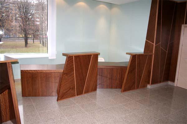 Интерьер банка «Кедр». Натуральные, изысканные сорта дерева. Высококачественные, экологически чистые материалы. (фотогалерея компании «Русский Двор»)